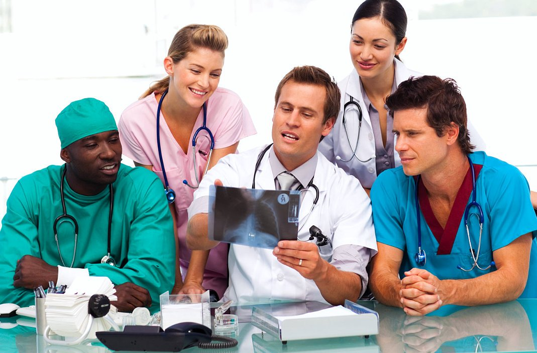 doctor teaching on his medical students